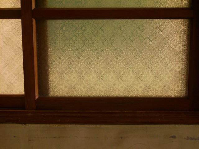 如何清潔花紋玻璃