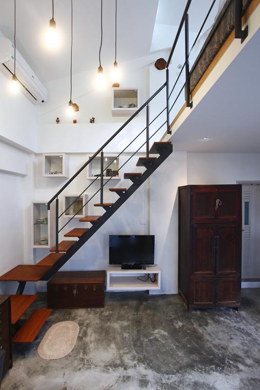 欧式楼中楼楼梯和地板砖的搭配装修效果图