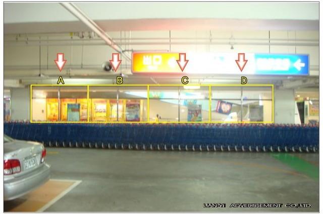 JT-B1-N006A,N-007B,N-008C,N-009D家樂福仁德店B1停車場往賣場入口處