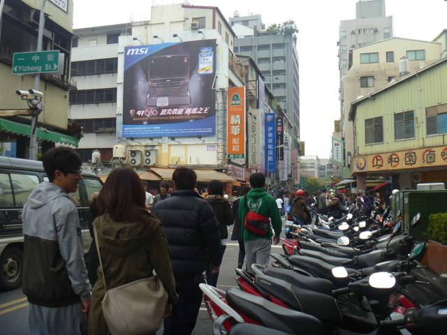 台中一中商圈廣告牆 (育才街29號)