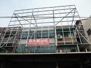 自用住家廣告牆出租高約兩層樓寬約三戶寬度