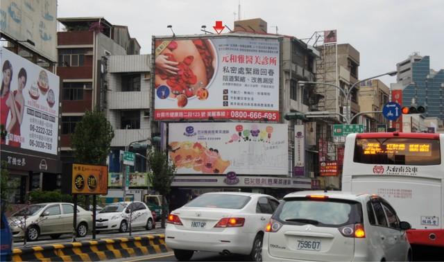 N-0136鐵架廣告牆-台南市中山路 57 號-往新光三越中山店、foucs百貨、大遠百、火車站廣告