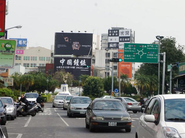 N-0574B鐵架廣告塔-台南市東門路一段39號-連接北門路商圈、火車站、仁德交流道廣告看板