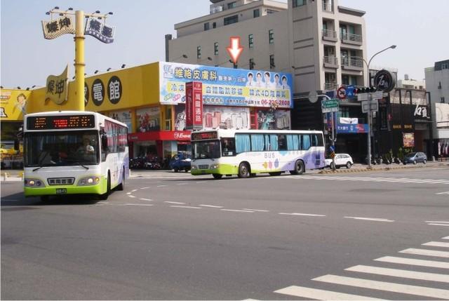 N-0589壁面廣告牆-台南市永華路一段 350 號-往新光三越新天地、市政府、安平廣告看板