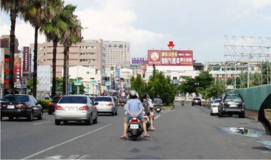 DH-N-0001鐵架廣告塔-台南市文南路與永華路一段路口-往新光三越新天地、市區、市政府廣告看板