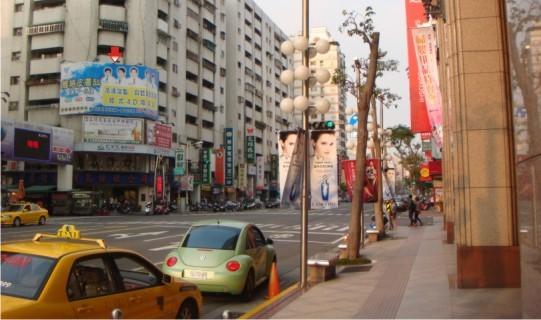 P-0196壁面廣告牆-高雄市三多三路220號-新光三越對面、sogo百貨、大遠百、服飾商圈廣告看板