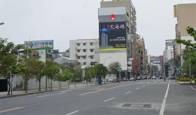 TN-W-11B鐵架廣告塔-台南市中西區忠義路二段 41 號-往林百貨、孔廟、新光三越百貨廣告看板
