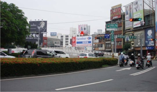 N-0124鐵架廣告牆-台南市東門路一段1號-東門圓環旁、北門路商圈、火車站廣告看板