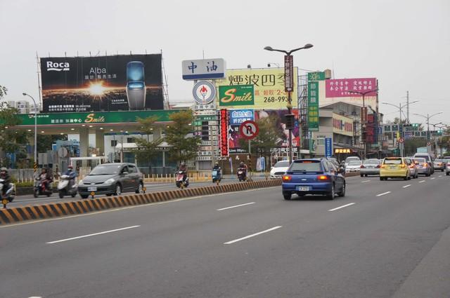 N-0430鷹架廣告塔 -台南市仁德區中山路 861 號加油站上方 - 往市區、火車站方向廣告看板