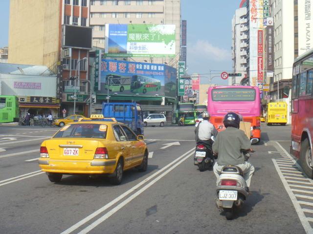 台中火車站前廣告牆