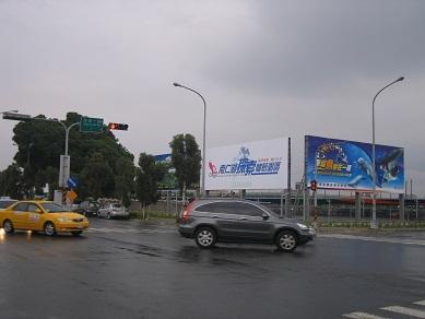 台中烏日高鐵站 大型T霸廣告