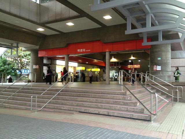 明德捷運站旁廣告牆 長期有效