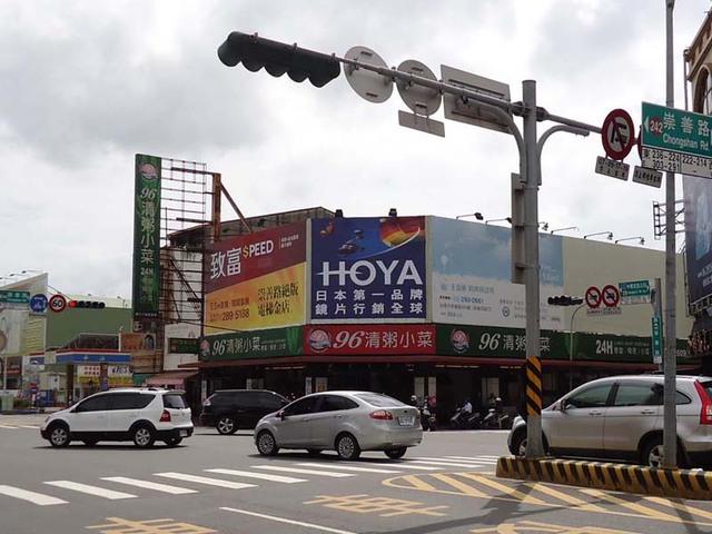 N-0410B鐵架廣告塔-台南市中華東路三段162號-德安百貨、誠品書局、台南藝文中心廣告看版
