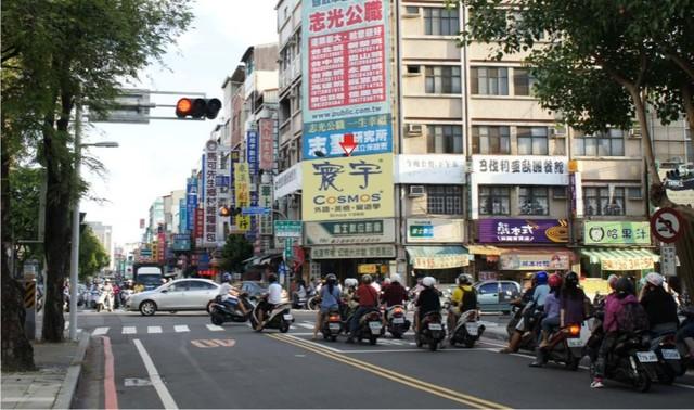 N-0348B鐵架廣告塔-台南市勝利路189號-成大商圈、遠東百貨、火車站廣告版面