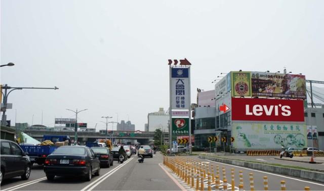 N-0660B壁面廣告塔-台南市仁德區中山路701號-B&Q、HOLA、家樂福、大魯閣棒壘球場廣告版