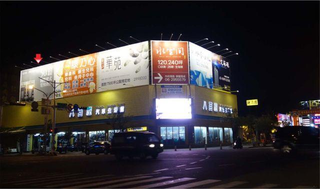 TN-S-90D鐵架廣告塔-台南市永華路二段81-101號-家樂福、燦坤3C、台南市政府廣告版面