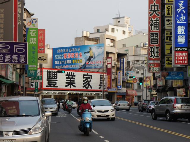 N-0465壁面廣告塔-台南市崇明路與崇道路口-台南醫院、德安百貨、長榮酒店、台南藝術中心廣告版面