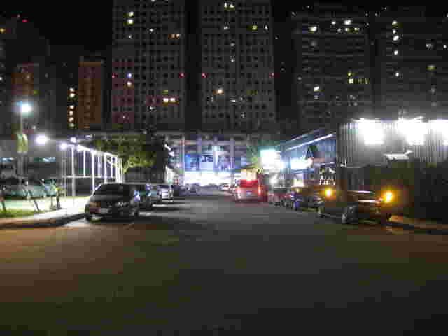 廣告物夜晚提供燈光