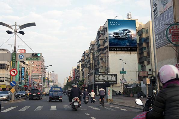 P-0083壁面廣告塔-高雄市九如一路 927-4 號至 927-6 號-往九如交流道方向廣告看板