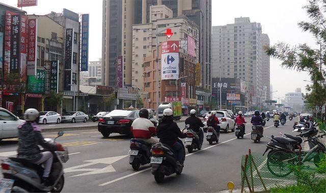 HK-P-0018鐵架廣告塔-高雄市鼓山區博愛二路268號-明誠三路與博愛二路口廣告看板