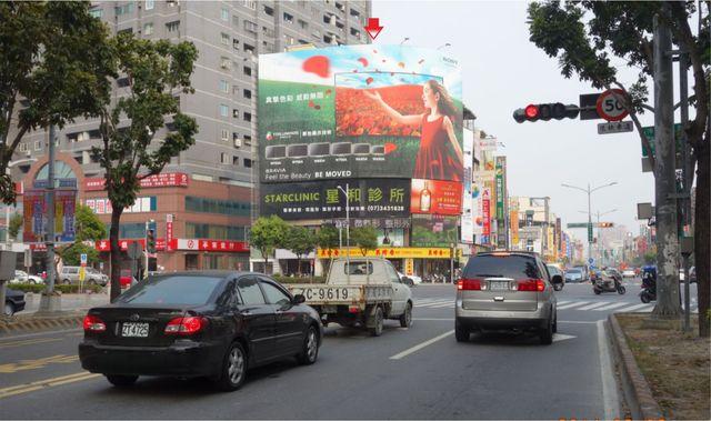 HW-P-0013鐵架廣告塔-高雄市左營區博愛三路2號-博愛路與新莊仔路口漢神巨蛋商場廣告看板