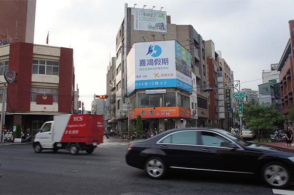 N-0672鐵架廣告塔-台南市興華街45號-北門路商圈、火車站、新光三越廣告看板