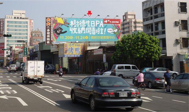 N-0673A鐵架廣告塔-台南市大同路二段437號-德安百貨、文化中心、長榮桂冠酒店廣告看板