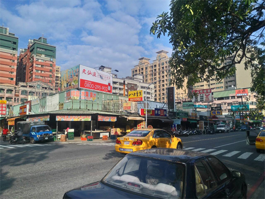 高雄市左營區榮總路 143 號 - 榮總醫院大門對面
