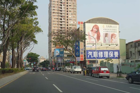 N-0717-壁面廣告-台南市北區小東路190號-往良美大樓方向