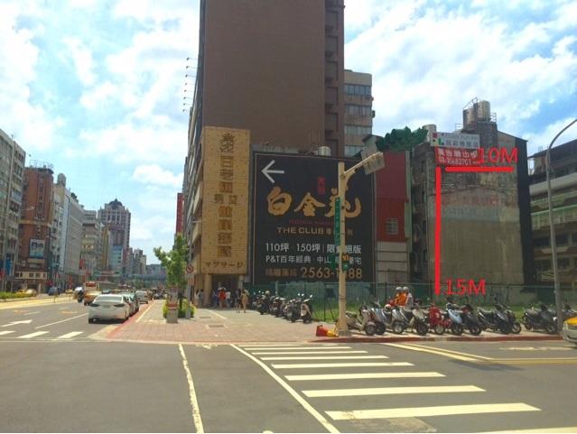 位於南京東路一江街口