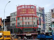 高雄三多商圈-中山二路捷運出口廣告看板