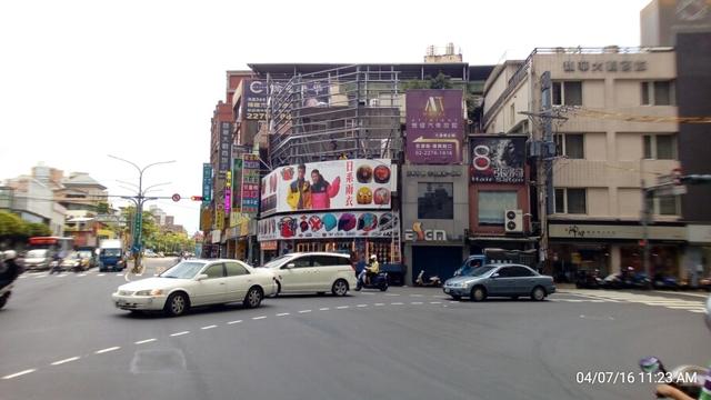 新莊33米中正路新海橋三角窗屋頂廣告