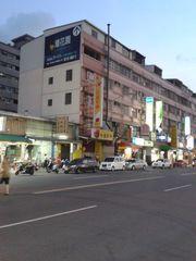 高雄巿小港區中安路668號賺錢外牆出租如圖