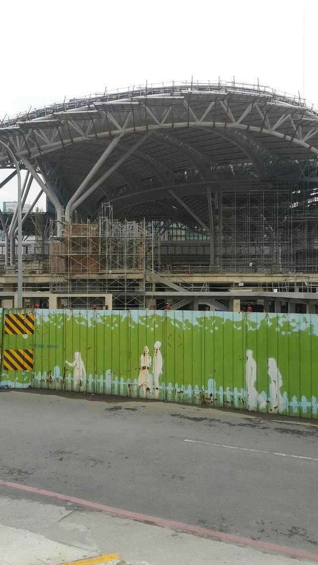 台中市火車站正對面..國光客運旁..廣告招租..誠徵廠商/外包兼職合作