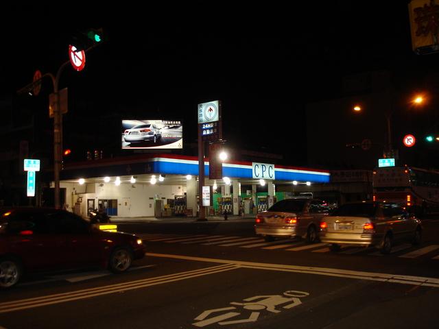 燈箱廣告-夜間