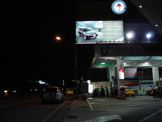 燈箱牆面廣告-夜間