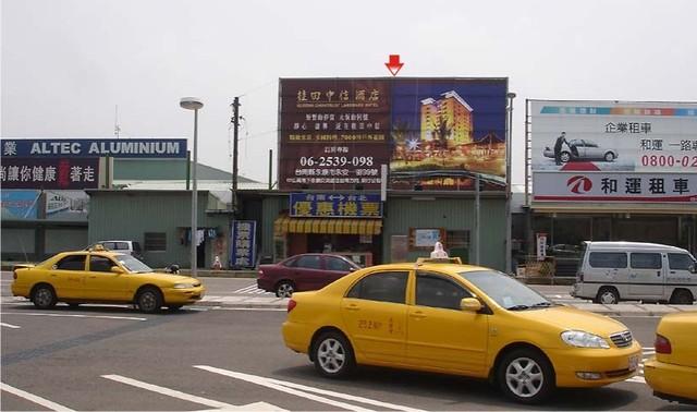 N-0352鐵架廣告塔-台南航空站出口廣告看板