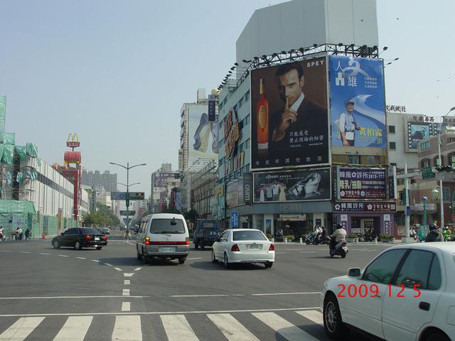 P-0149A高雄五福二路-新掘江商圈、城市光廊、大統百貨廣告看板