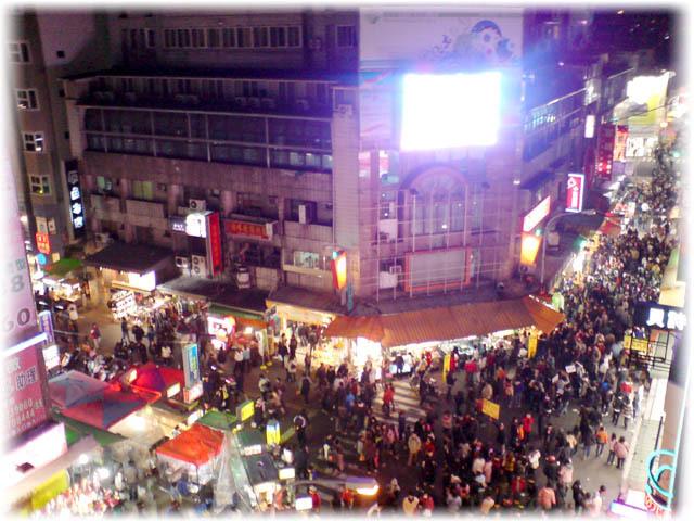台中市一中商圈250吋大型戶外全彩高解析度LED電視牆