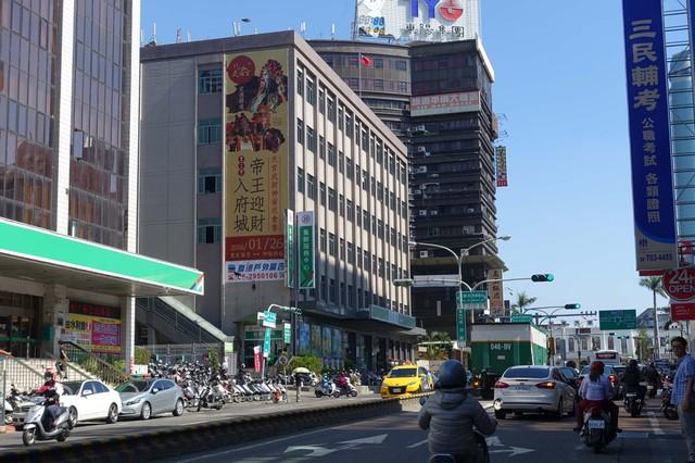 N-0568壁面廣告塔-台南市成功路6.8號-新光三越中山店、FOUCS百貨、火車站、北門路商圈廣告