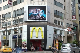 雲端多媒體台中市逢甲商圈-第1台  最大led電視牆  50台聯播全台 50點位
