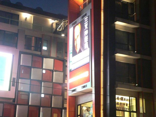 雲端多媒體 台中一中商圈-第4台 LED電視牆 50 台聯播首選全台 50點位