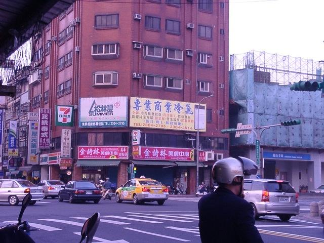 台北市萬華區康定路&和平西路3段(三角窗路口)