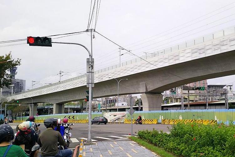 鐵路高架捷運化