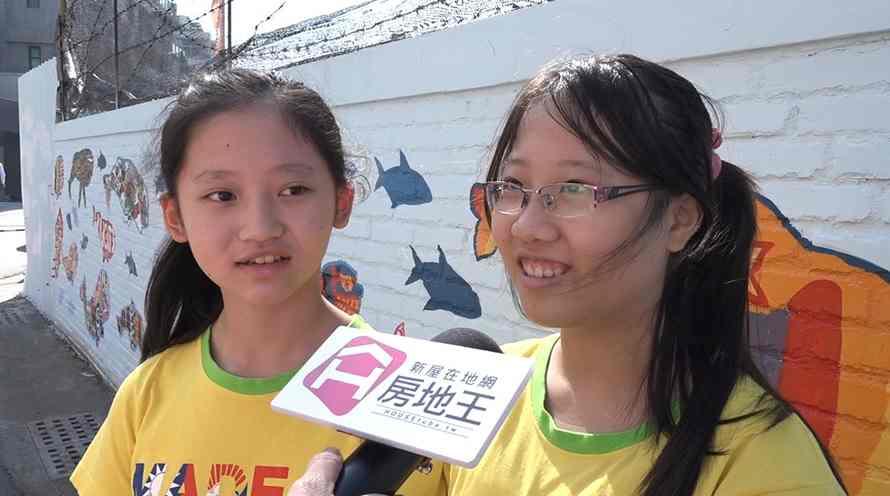 日新國小學童接受訪問