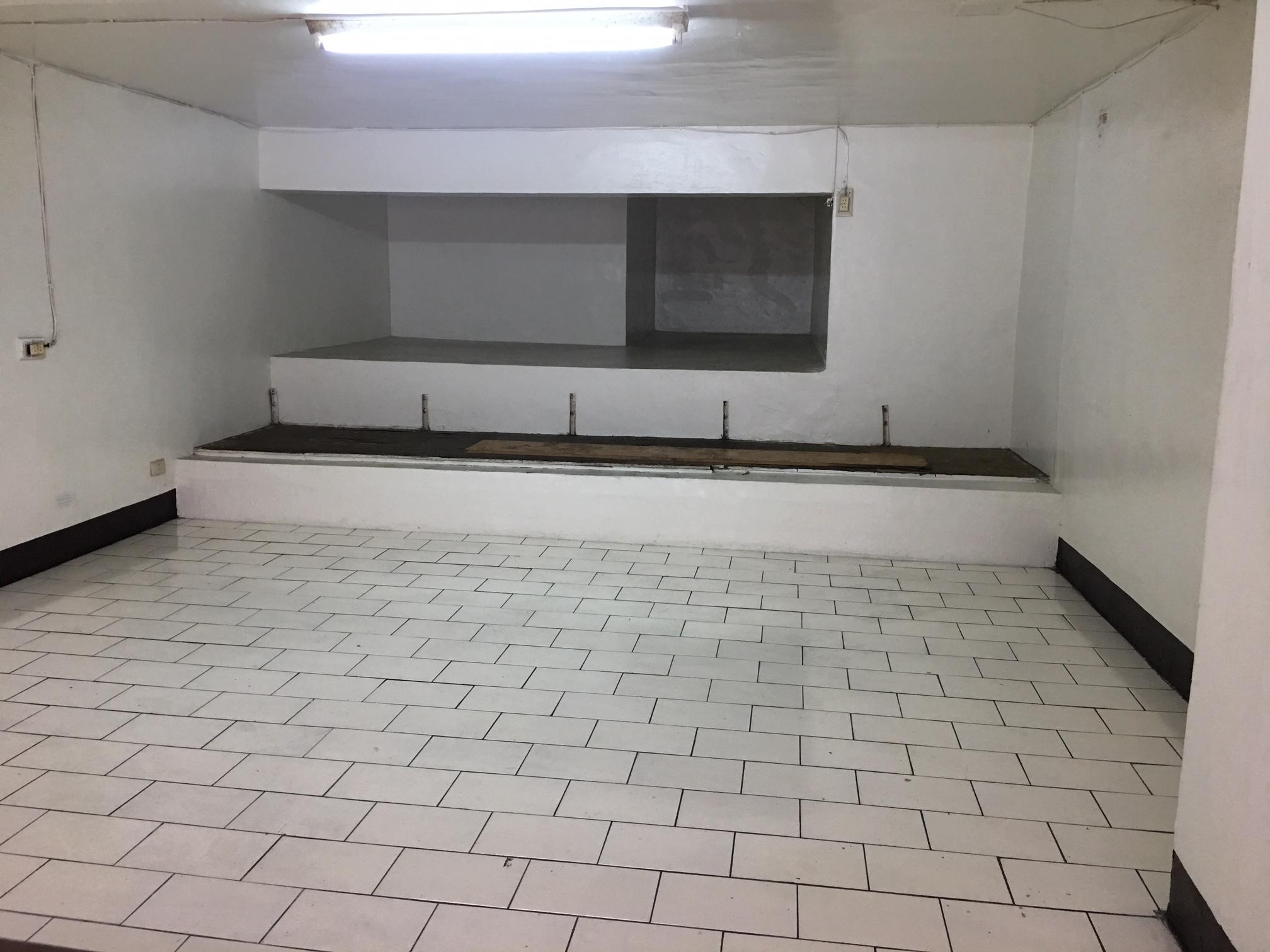 內惟黃昏市場西藏街上一樓店面~室內使用31坪