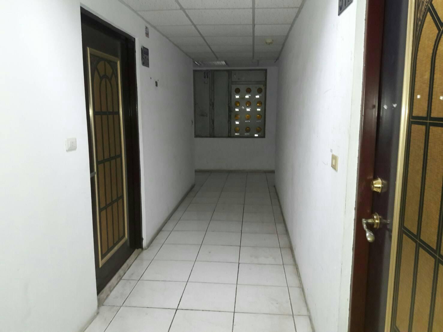 七樓華廈的第六樓電梯