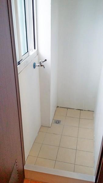 大浴室靜巷必租陽台套房~免費數位電視及洗衣機、免管理費及公共電費