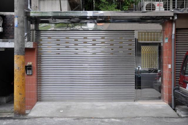 板橋介壽街1樓店面+地下室-近板橋火車 (屋主自租)