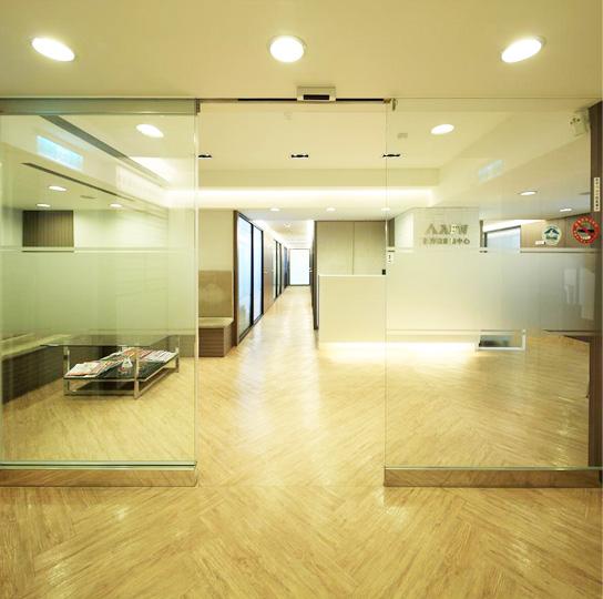 南京東路高級商圈,有獨立空間的小型辦公室出租